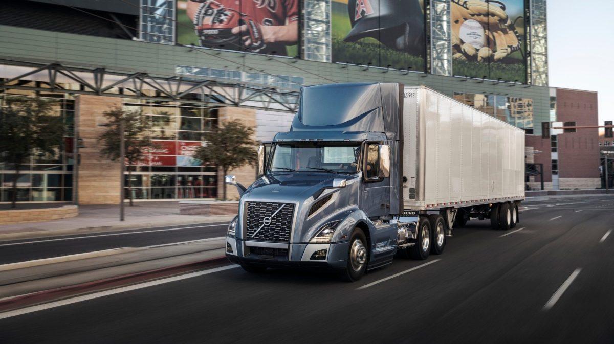 Volvo Trucks y CANACAR impulsan la reactivación del sector autotransporte
