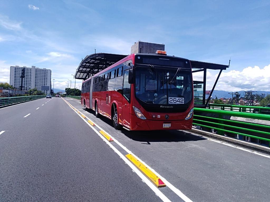 Mercedes-Benz Autobuses entrega 76 articulados a Metrobús