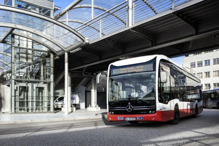 Mercedes-Benz eCitaro «electrifica» Hamburgo