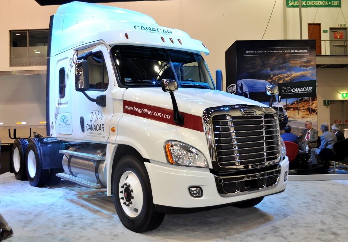CANACAR y Freightliner refrendan convenio de colaboración