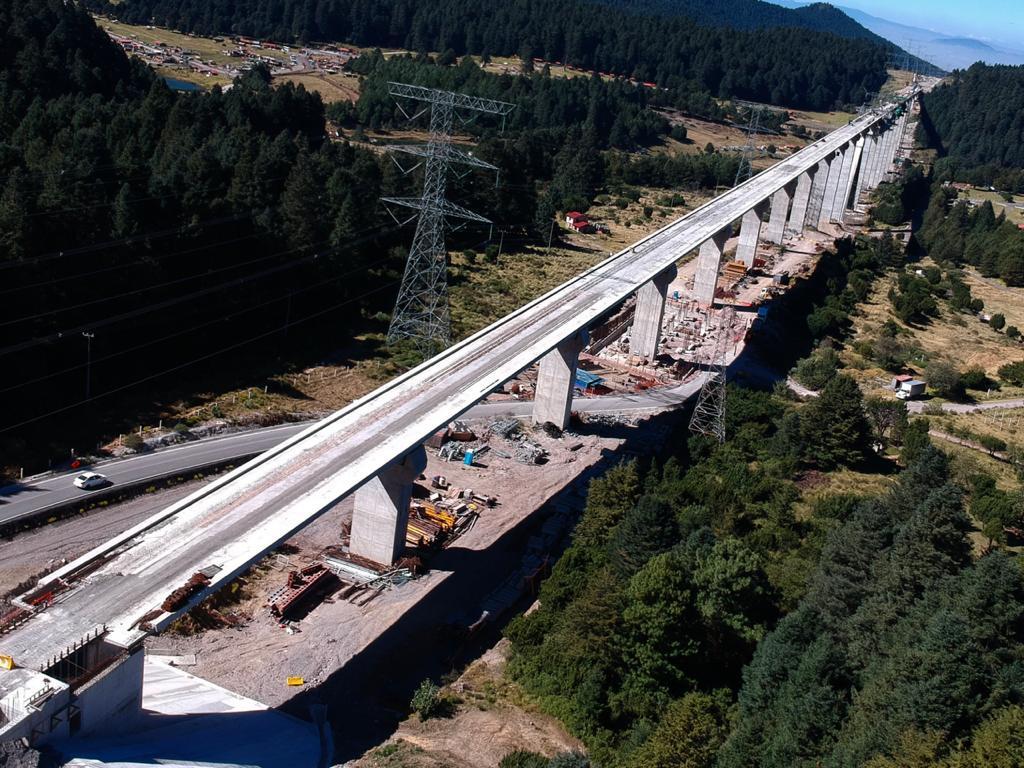 Cierran carriles de la carretera México-Toluca por obras del Tren Interurbano