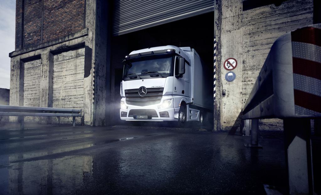 Lanza Mercedes-Benz Trucks dos nuevas versiones del Actros