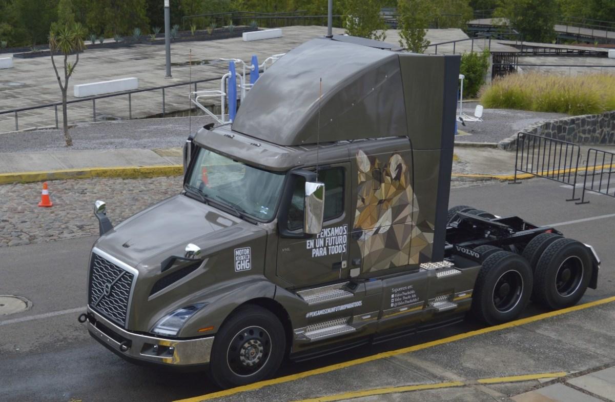 Volvo Trucks y CANACAR firman convenio para garantizar postventa a afiliados