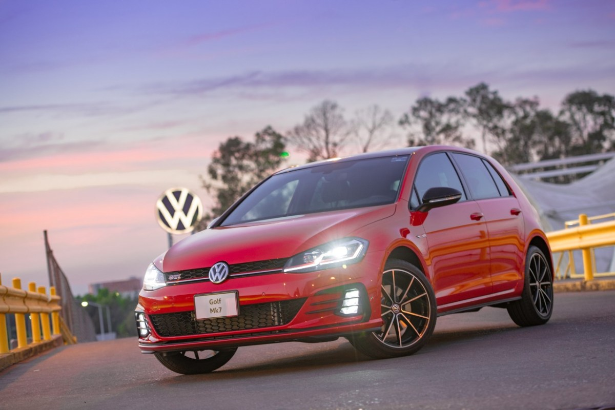 Venta de vehículos ligeros se contrae 21.8% en febrero de 2021