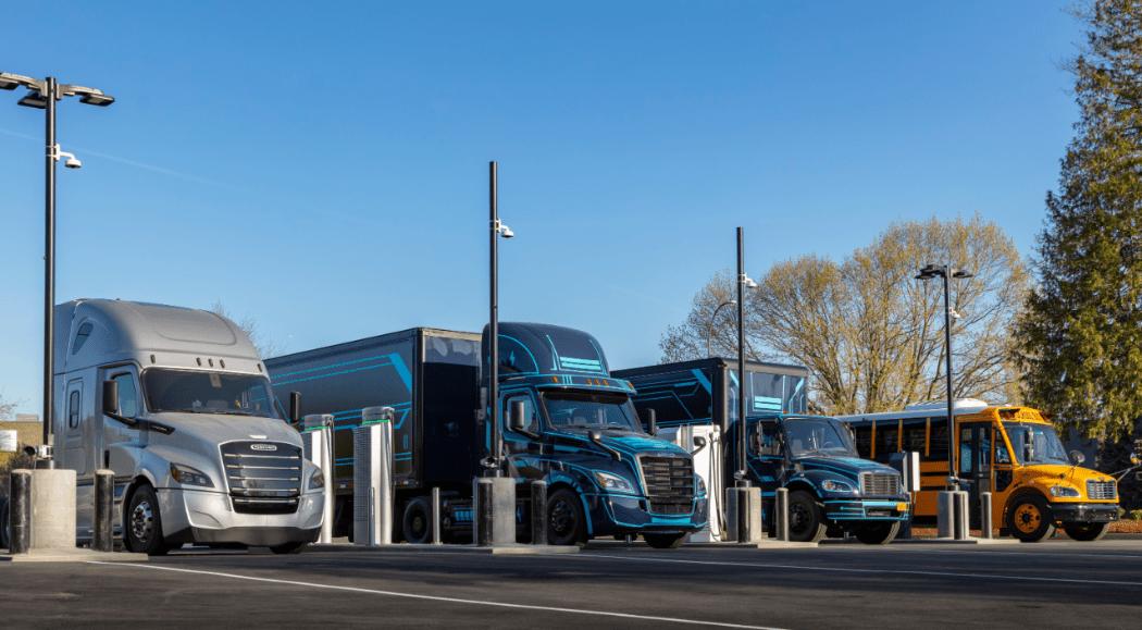 Daimler Trucks Norteamérica y PGE abren primer punto de carga para camiones eléctricos