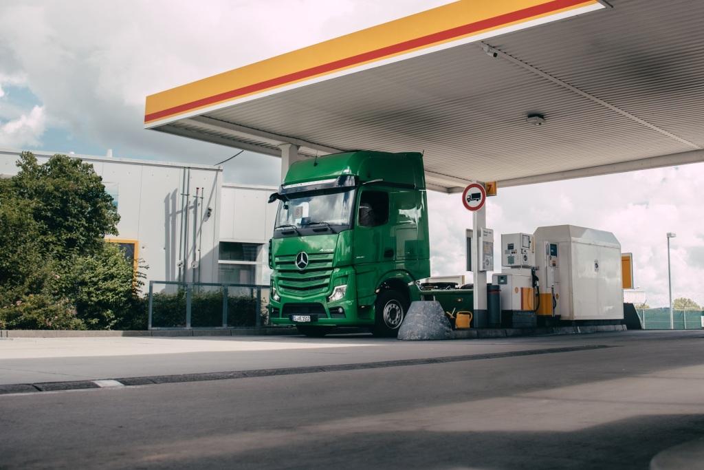 Mercedes-Benz Trucks y Shell prueban pagos digitales de combustible