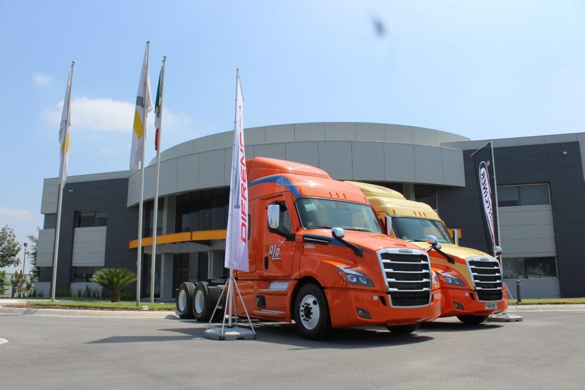 Entrega Daimler Trucks México 60 unidades Cascadia a Alianza Trayecto