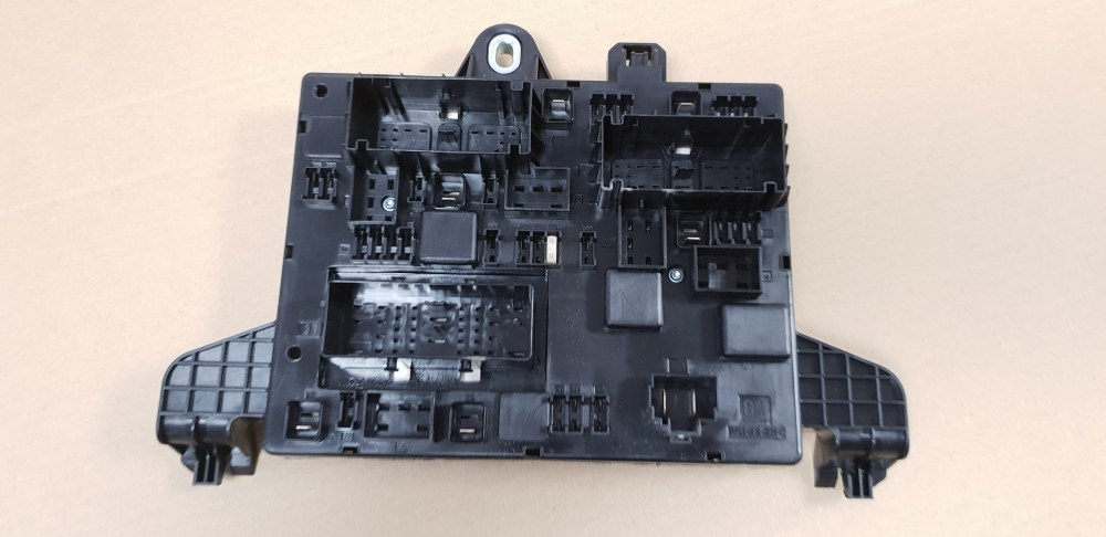medium resolution of genuine vauxhall astra j zafira c rear fuse box