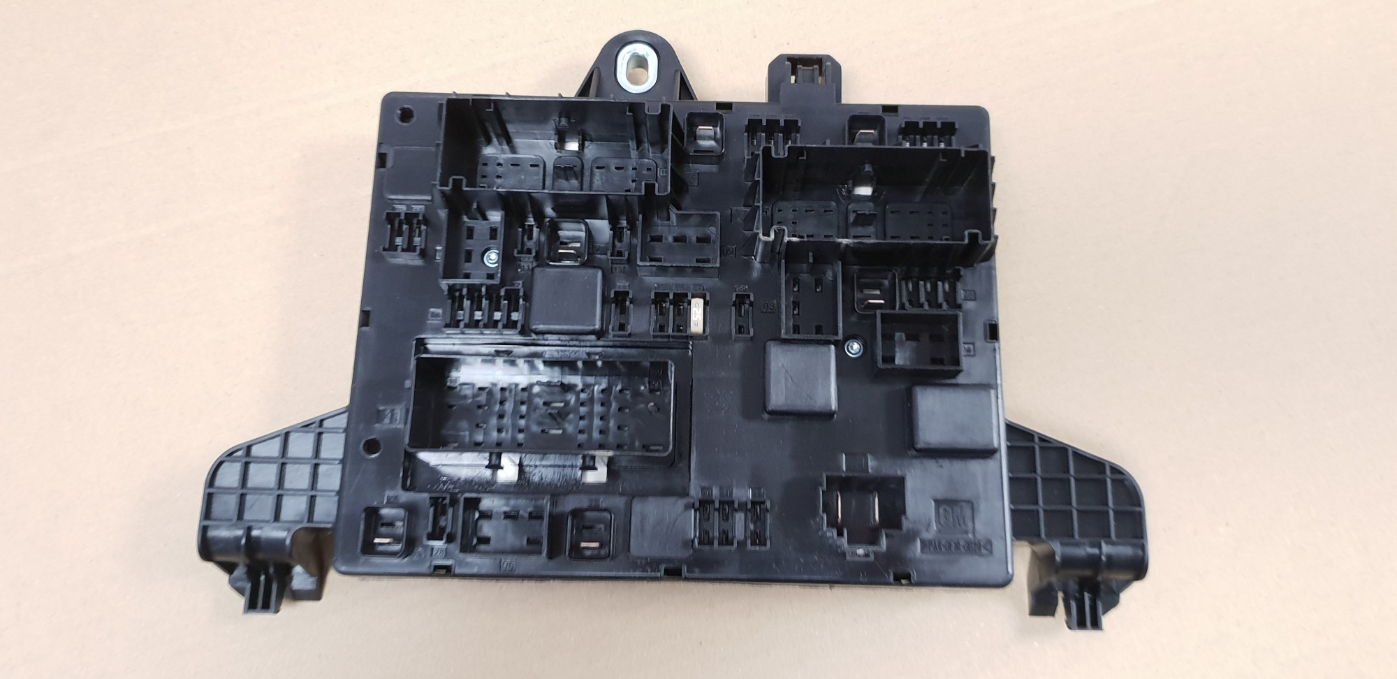 hight resolution of genuine vauxhall astra j zafira c rear fuse box