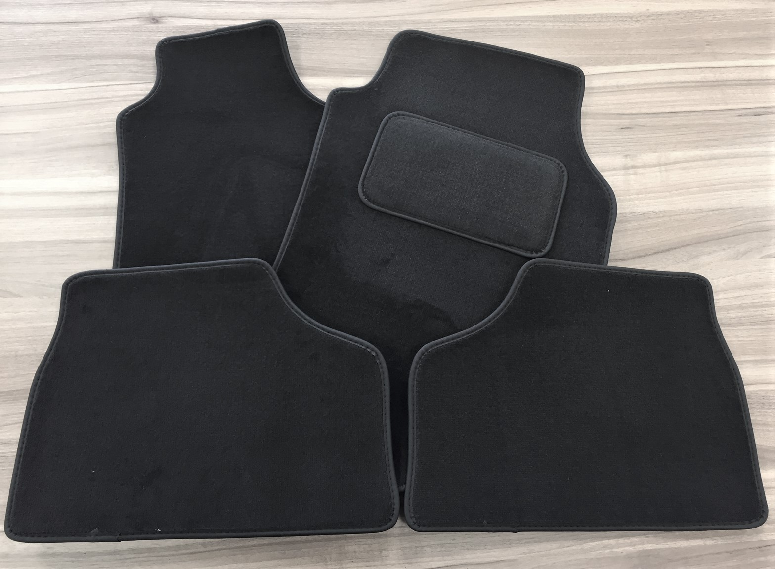 hight resolution of 91132329 vauxhall astra mkiv g 98 04 tailored carpet floor mats set deluxe black oe