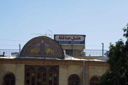 enseigne de notre hôtel l'Hafez à Shiraz - l'autre ailleurs en Iran, une autre idée du voyage