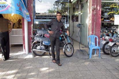 vendeur de motos à Shiraz - l'autre ailleurs en Iran, une autre idée du voyage
