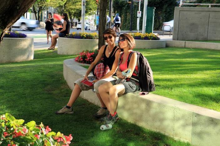 A Vancouver, Laura & Sophie