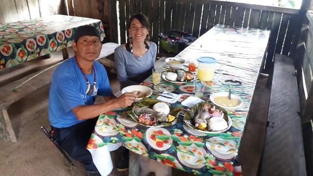 déjeuner avec Luis notre guide