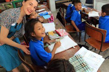 Laura et les élèves du temple de Wat Pho
