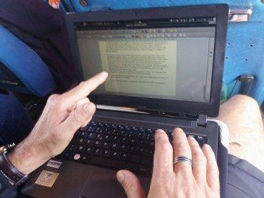 on écrit quelques pages de notre blog dans le bus