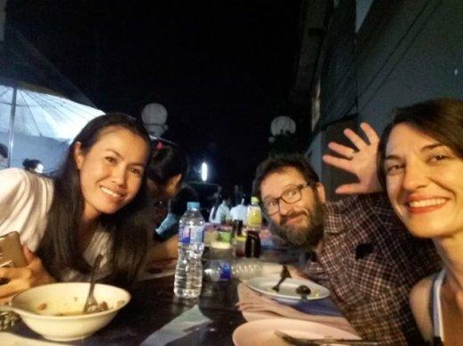 dîner avec Tut rencontrée lors de notre dîner sur le marché nocturne de Chiang Mai