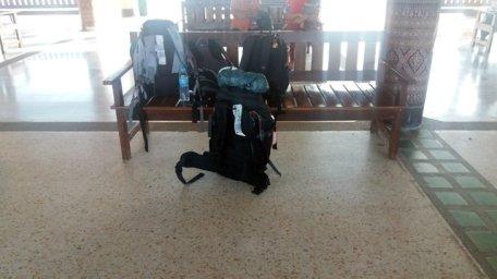 notre arrivée à la gare routière de Sukhothaï