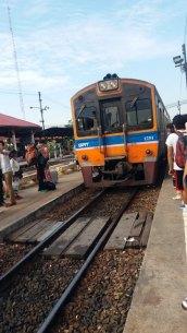Le train à Ayyuthaya