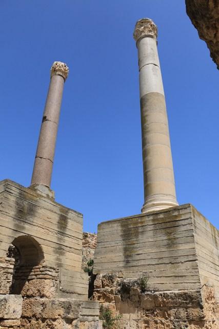 Carthage , voyez un peu la restauration de la colonne , c'est béton !