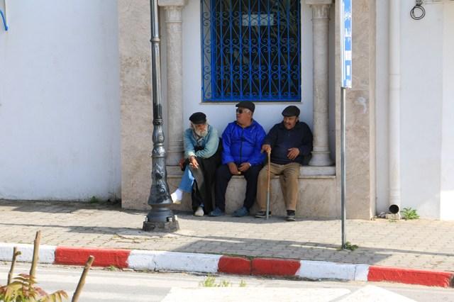 trois papys papotant (Sidi Bou Saïd)