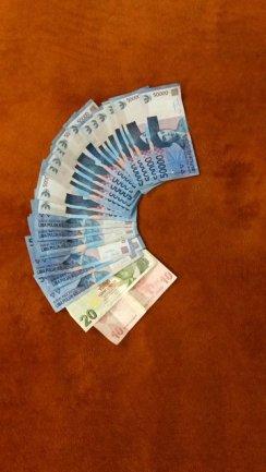 je suis riche (1,5 millions = presque 100 €)
