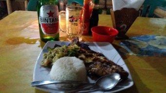 poisson au barbecue et légumes et riz . un régal !