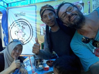 déjeuner dans un warung sur l'avenue Malioboro à Yogyakarta (Indonésie 2017)