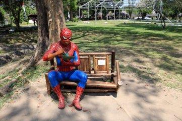 j'ai rencontré Spiderman lors de sa pause déjeuner sur le site de Prambanan