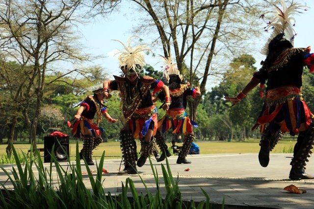 Site de Borobudur, danseuses folkloriques