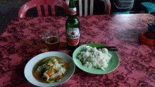 Soupe de poisson et riz blanc à Kuta Bali (Indonésie)