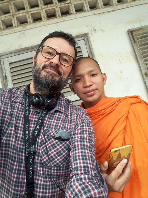 avec Lin Da (jeune bonze) au musée du génocide Toul Sieng ou camp S-21 - L'autre ailleurs au Cambodge