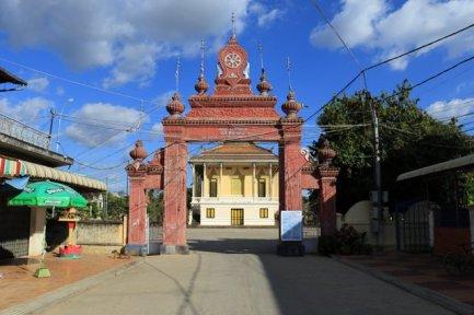 entrée d'un temple à Battambang - L'autre ailleurs au Cambodge