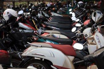 et toujours des scooters en pagaille , à Siem Reap - L'autre ailleurs au Cambodge