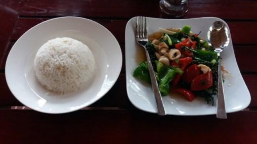 calamars en sauce poivre vert dans un resto à Kampot (3,5$)