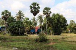 paysage sur la route des grottes près de la ville de Kampong Trach (à 13km à l'est de Kep)