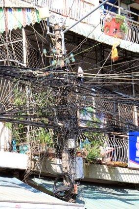 quelques fils...dans la rue à Phnom Penh