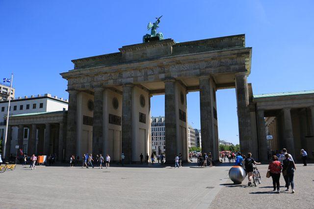 La célèbre porte de Brandebourg (http://www.autre-ailleurs.fr)