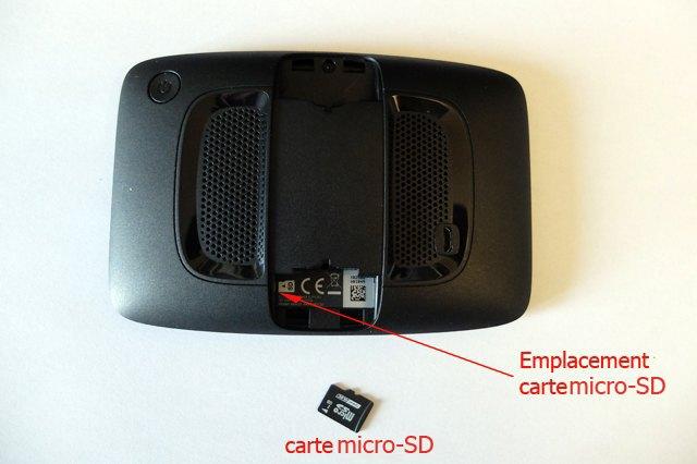 Le GPS Tomtom vue de derrière avec emplacement pour la carte mini SD (GPS Tomtom) - l'autre ailleurs, une autre idée du voyage