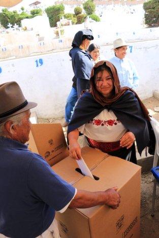 Blanca votant pour le président du cimetière - l'autre ailleurs, une autre idée du voyage