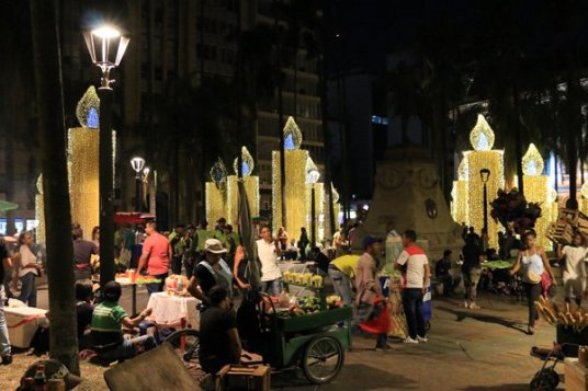 Cali, caliente, la nuit et ses décorations de Noël - l'autre ailleurs en Colombie, une autre idée du voyage