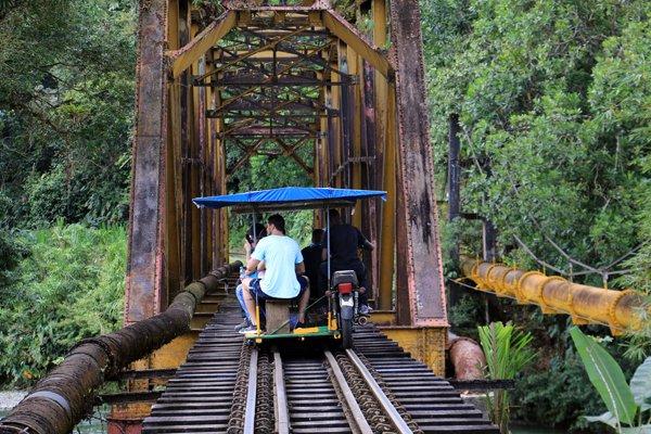 embarquez à bord d'une brujita à San Cipriano, un train vraiment pas comme les autres,à 100 Km de Cali en Colombie- l'autre ailleurs en Colombie, une autre idée du voyage