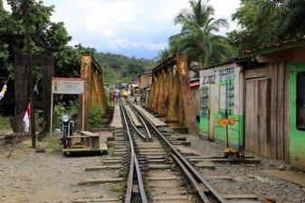 les rails des brujitas à San Cipriano, un train vraiment pas comme les autres,à 100 Km de Cali en Colombie- l'autre ailleurs en Colombie, une autre idée du voyage