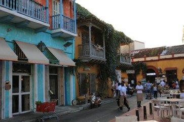 dans la rue à Carthagène des Indes - l'autre ailleurs en Colombie, une autre idée du voyage
