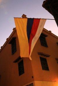 drapeau de la Colombie à Carthagène des Indes - l'autre ailleurs en Colombie, une autre idée du voyage