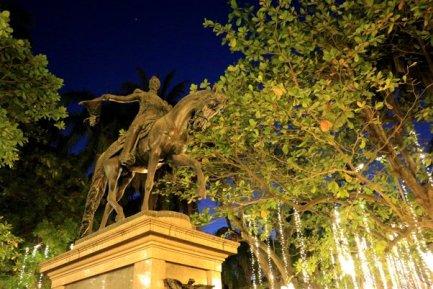 place Simon Bolivar à Carthagène des Indes - l'autre ailleurs en Colombie, une autre idée du voyage