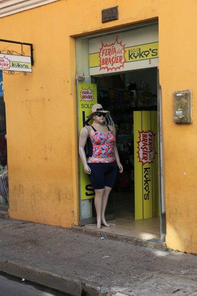 dans un rue à Carthagène des Indes - l'autre ailleurs en Colombie, une autre idée du voyage