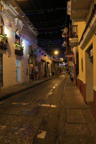 dans une rue de Carthagène des Indes, la nuit - l'autre ailleurs en Colombie, une autre idée du voyage