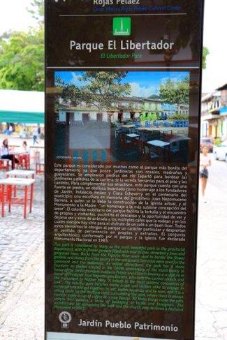 la place du libérateur à Jardin- l'autre ailleurs en Colombie, une autre idée du voyage