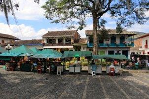 la place du libérateur à Jardin - l'autre ailleurs en Colombie, une autre idée du voyage